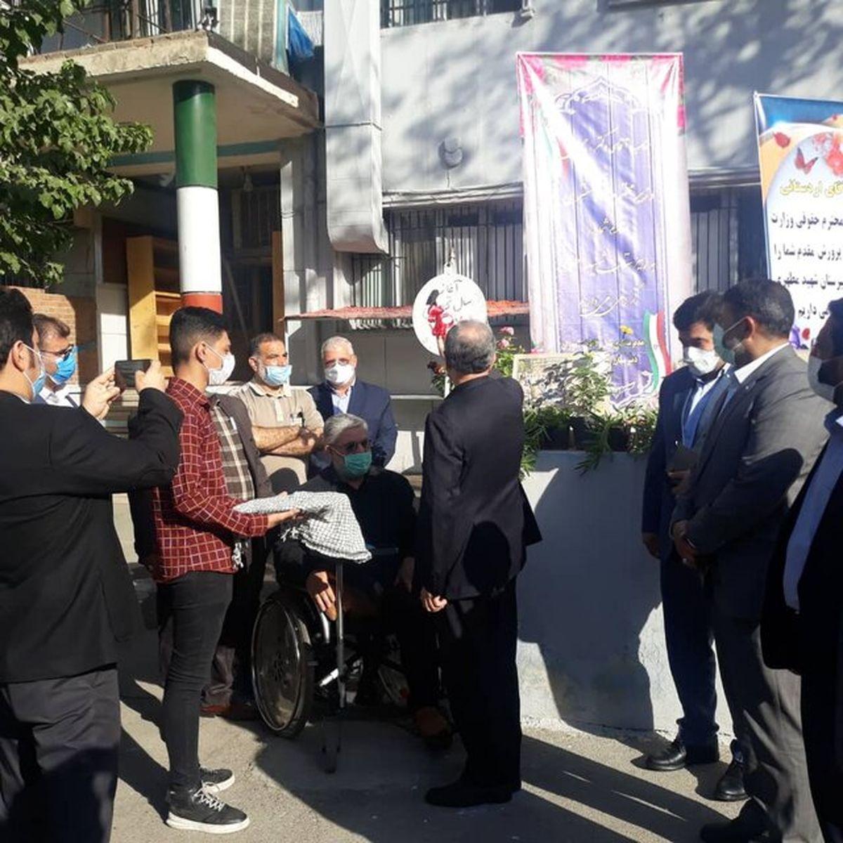وزیر دادگستری در دبیرستان شهید مطهری زنگ آغاز سال تحصیلی را نواخت