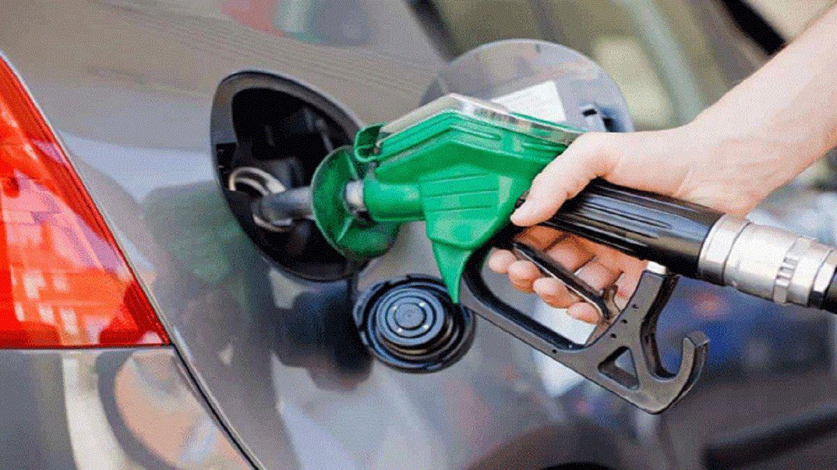 افزایش قیمت بنزین صحت ندارد
