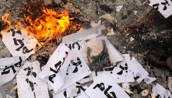 """در راهپیمایی 13 آبان چه گذشت؟ / از حمل """"تابوت مذاکره با آمریکا"""" تا """"آتش زدن برجام"""""""