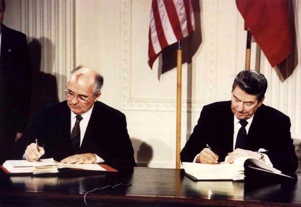 گورباچف: امیدوارم آمریکا در تصمیماش برای خروج از پیمان 1987 تجدید نظر کند