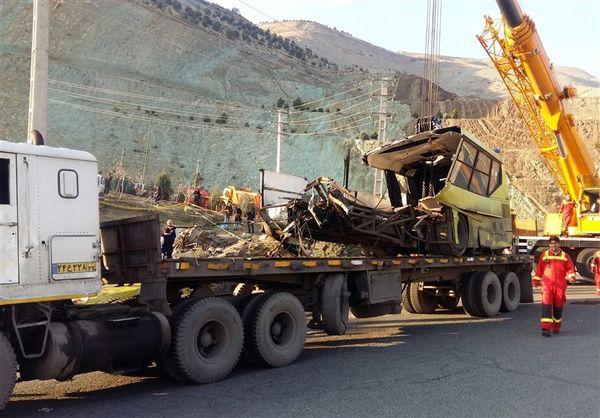 تصاویر  از اتوبوس واژگون شده در دانشگاه آزاد