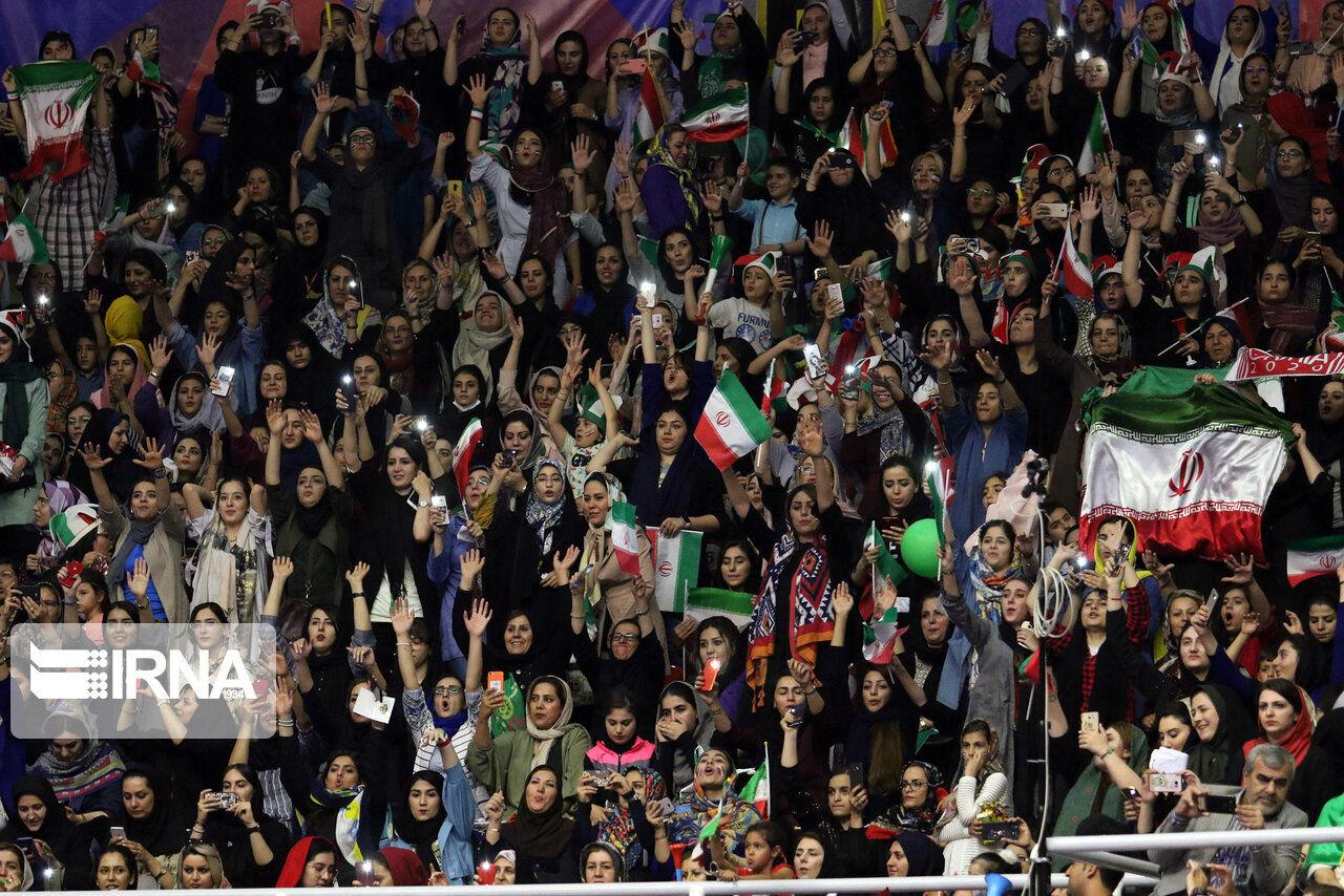 گزارش تصویری/ بانوان در استادیوم