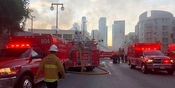 انفجار وحشتناک ناشی از آتشسوزی چند ساختمان در لس آنجلس+فیلم و عکس
