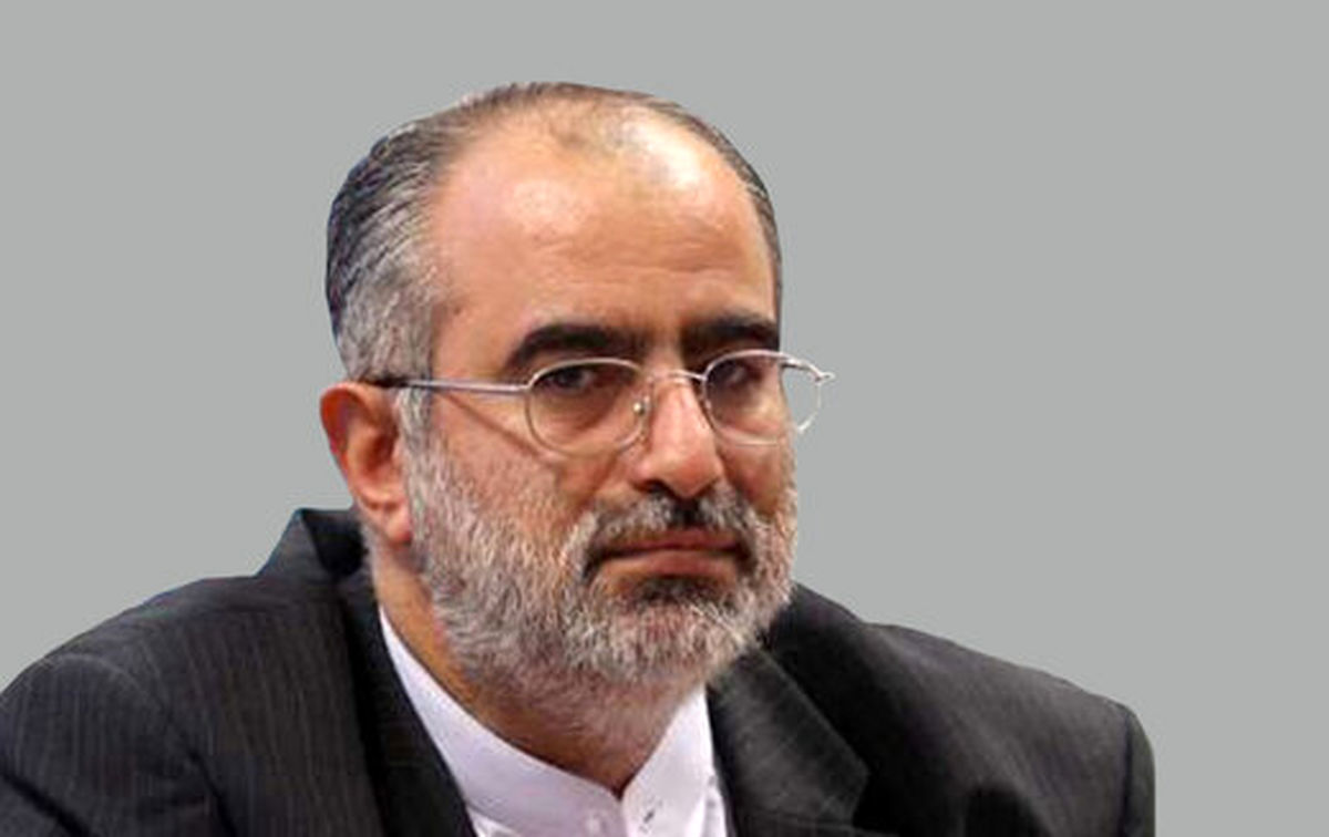 توئیت آشنا درباره مصاحبه احمدینژاد با رادیو فردا
