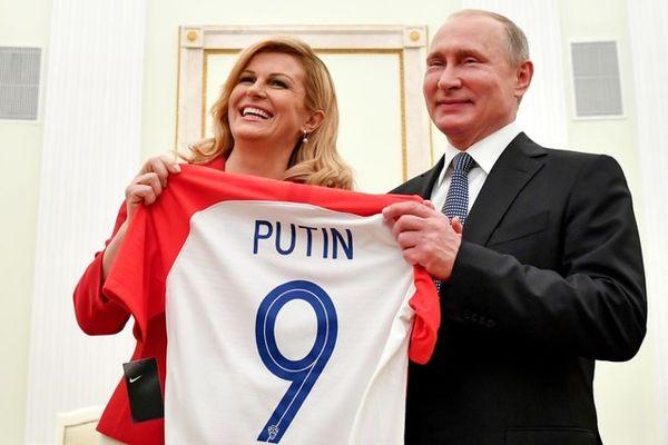 رییس جمهور کرواسی پیراهن شماره 9 تیم ملی را به پوتین اهدا کرد