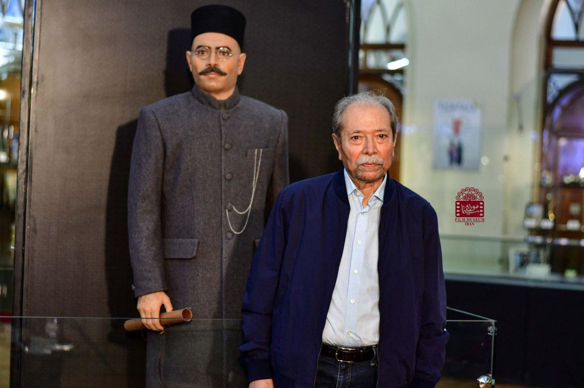 استاد علی نصیریان در کنار مجسمه اش+ تصاویر