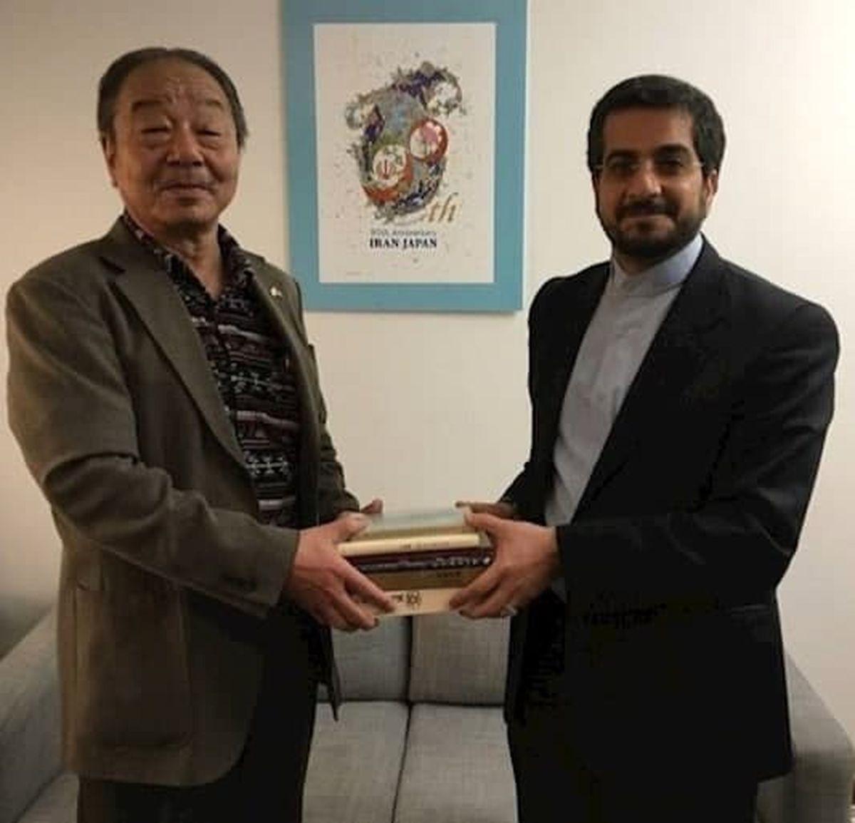 هدیه جالب محقق ژاپنی به رایزن فرهنگی ایران