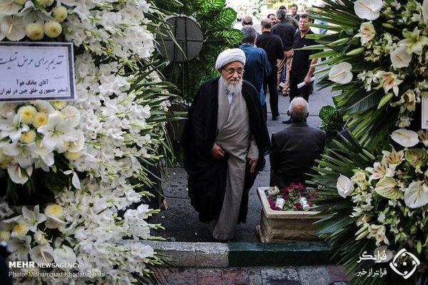 جنجال تاج گل در مراسم ترحیم عسگراولادی+ تصاویر