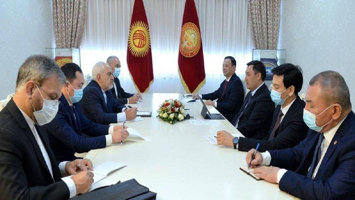 دیدار و گفتوگوی ظریف با رئیسجمهور قرقیزستان