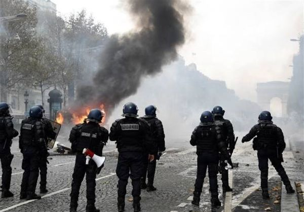 بسته شدن جاده ها و لغو رزرو تورها و هتل ها / شورش های پاریس بورس و گردشگری را از رونق انداخت