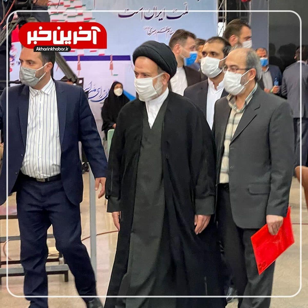 حرفهای احمدینژاد نشان میدهد با خودش درگیر است