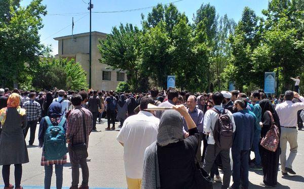روایاتی از تجمعات و اتفاقات روز گذشته در دانشگاه تهران + تصاویر