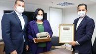 سفیر ایران منشور کوروش را به وزیر حقوق بشر برزیل اهدا کرد