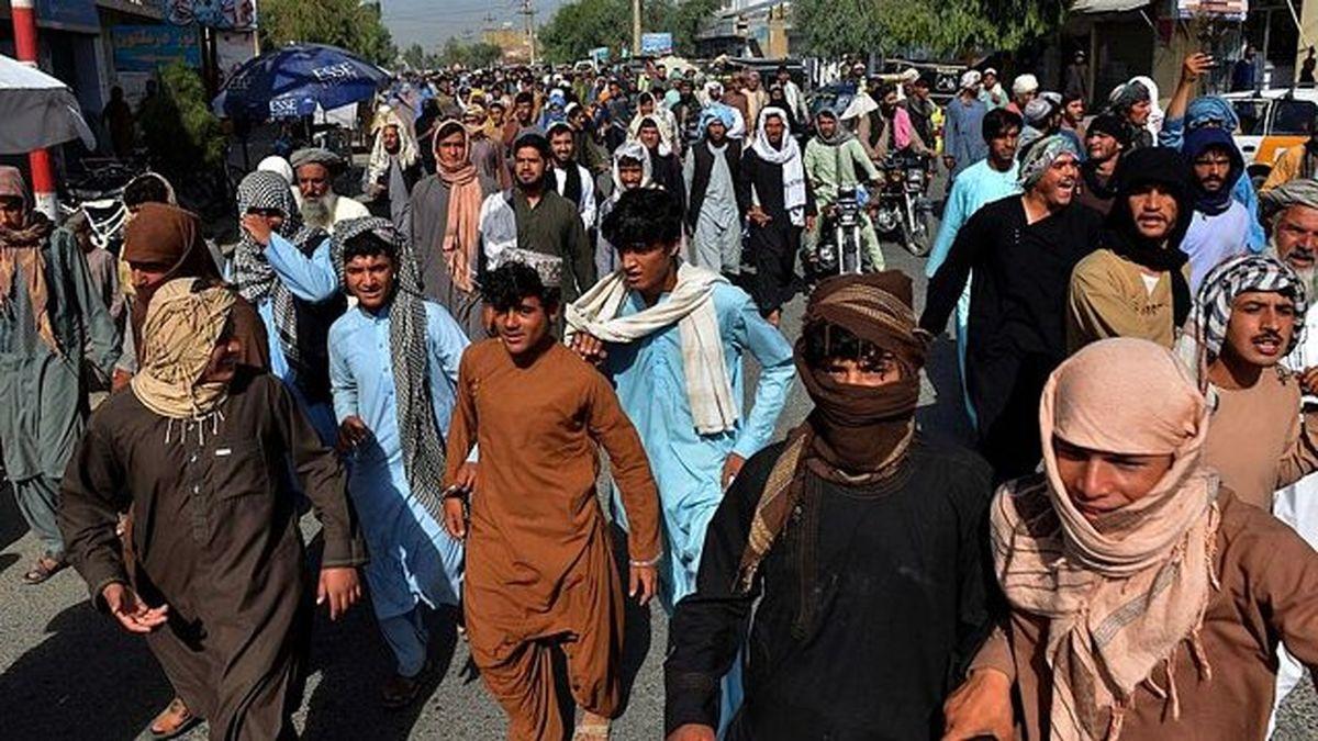 ترک اجباری منازل هزاران نفر را علیه طالبان به خیابان آورد