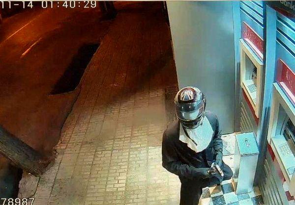 بازداشت عامل آتشزدن بانک مسکن+ عکس