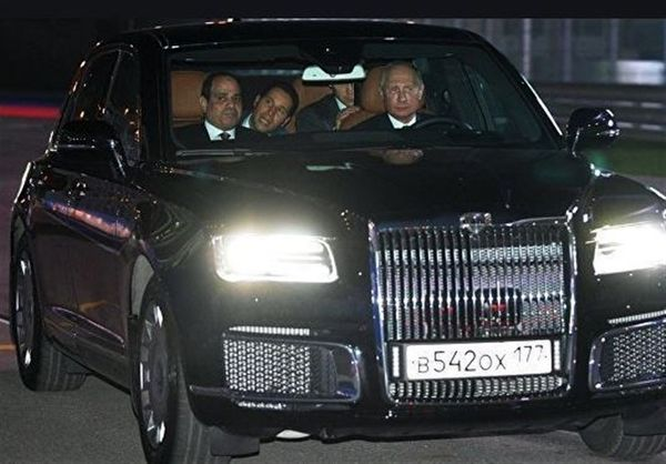 رانندگی پوتین برای رئیس جمهور مصر با لیموزین گرانقیمت و اختصاصی