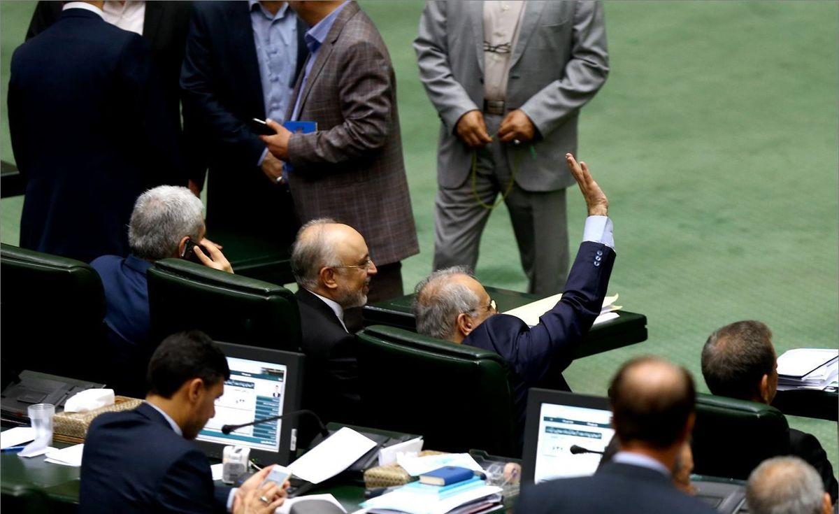 ماجرای چند تماس تلفنی عجیب و سرنوشت ساز حین استیضاح وزیر روحانی