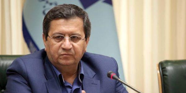 همتی:دولت جیب بانک مرکزی را فراموش کند تورم را مهار میکنیم