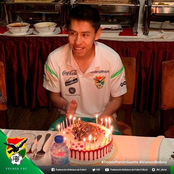 جشن تولد و شادی در اردوی بولیوی پیش از بازی با ایران(عکس)