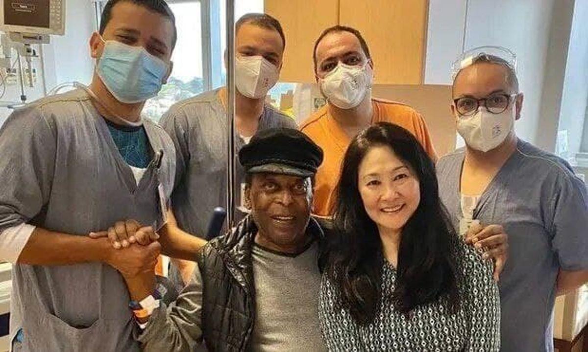 اسطوره فوتبال برزیل از بیمارستان مرخص شد + عکس