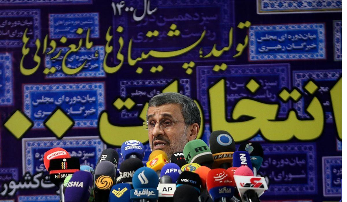 مشاور سابق هاشمی: احمدی نژاد تمام شده است