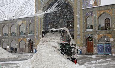 حرم امام رضا (ع) زیر برف