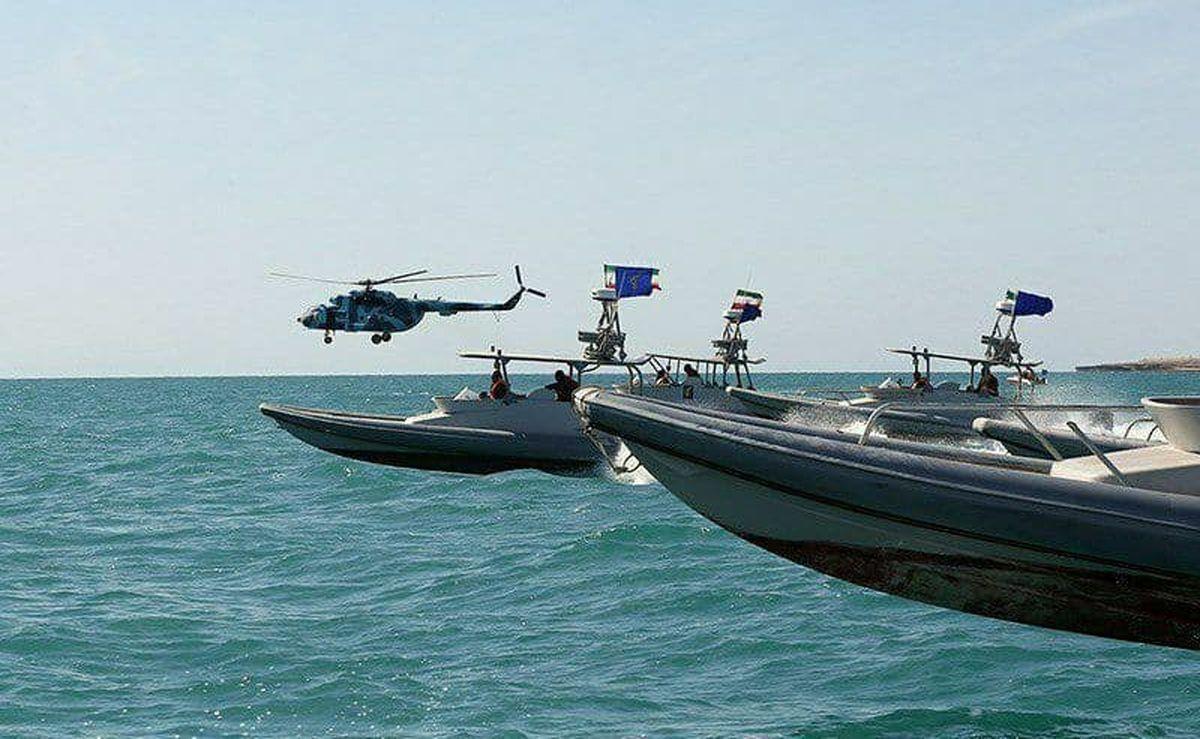توقیف ۲۰ شناور صید ترال خارجی توسط سپاه