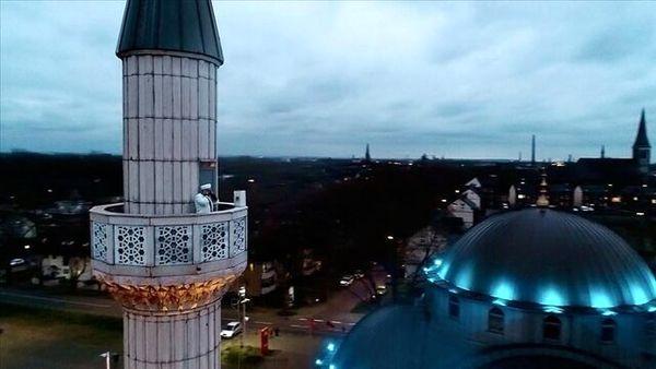 پخش اذان از بلندگوهای بیش از ۱۰۰ مسجد در هلند و آلمان